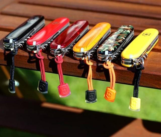 Climber colección 6 navajas, negra, roja, rojo traslúcido, amarillo veteado, camuflaje y amarillo