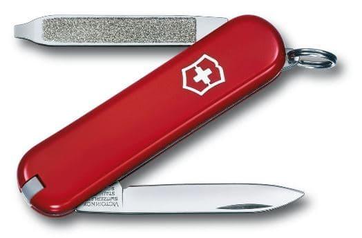 Navaja suiza Escort de cachas rojas y logotipo victorinox. Tres funciones a al vista, hoja. lima y destornillador