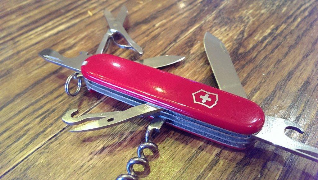 Victorinox CLIMBER Review, navaja suiza con cachas rojas y funciones abiertas